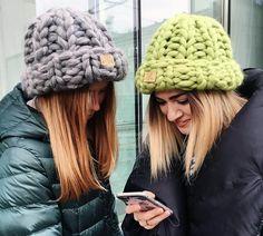 New knitting diy blanket merino wool ideas Knit Crochet, Crochet Hats, Mode Streetwear, Winter Hats For Women, Fall Fashion Outfits, Knit Beanie, Knitted Hats, Knitting, Merino Wool