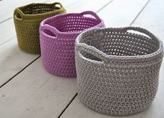Crochet Basket - Love these! If I only I knew how to crochet. Yarn Projects, Knitting Projects, Crochet Projects, Knitting Patterns, Crochet Patterns, Love Crochet, Diy Crochet, Crochet Crafts, Yarn Crafts