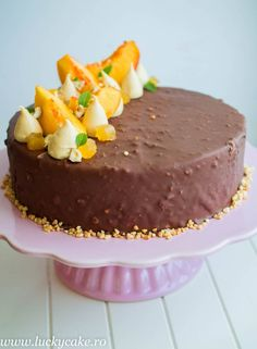 Entremet Melba Piersici si caramel, intodeauna o super combinatie, iar alunele ii dau un plus de textura. Acest entremet este fin , aromat, dulce acrisor .