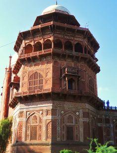 Taj Mahal complex chatri.