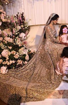 Indian Wedding Gowns, Pakistani Wedding Outfits, Indian Bridal Outfits, Pakistani Bridal Dresses, Pakistani Wedding Dresses, Asian Bridal Dresses, Asian Wedding Dress, V Neck Wedding Dress, South Asian Wedding