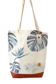 Annet Weelink -Tote Bag Tropic Verkrijgbaar bij www. Mochila Tutorial, Diy Sac, Painted Bags, Designer Totes, Fabric Bags, Cotton Bag, Cloth Bags, Fabric Painting, Handmade Bags