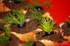Crostini cu măsline (aperitiv, detaliu).