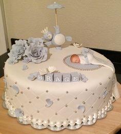 Bilderesultat for dåpskake Torta Baby Shower, Baby Shower Cakes For Boys, Baby Boy Cakes, Baby Shower Parties, Baby Boy Shower, Fondant Baby, Fondant Cakes, Cupcake Cakes, Cupcakes