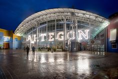 In addition to experiencing Orlando's most unique shopping experience, visitors to Orlando can attending the Upcoming Events at Artegon Marketplace Florida.