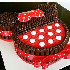 Minnie Mouse Party More decorating ideas on albums: Minnie Mouse Party 2 Bolo Do Mickey Mouse, Minnie Mouse Birthday Cakes, Bolo Minnie, Minnie Cake, Minnie Mouse Theme, Mickey Cakes, Mickey Mouse Birthday, Cake Birthday, Disney Mickey