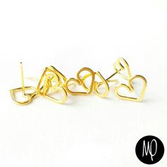 Zarcillos - Topitos corazón silueta pequeños - Baño de oro #corazon #corazones #heart #cuore #cœur #silueta #silohuette #love #loveisallyouneed #loveisallweneed #justlove #loveit #minimalistjewelry