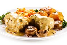 Svinefilet med soppsaus - Aperitif.no Couscous, Muffins, Food And Drink, Cooking Recipes, Meat, Chicken, Breakfast, Fillet Steak Recipes, Pork Meat