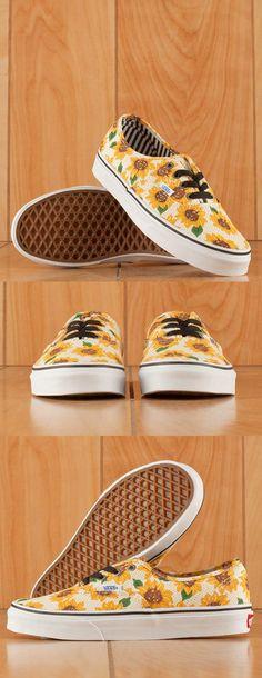 Des tournesols pour la nouvelle co! Van's propose des fleurs, à shopper ici: http://et.unclejeans.com/dynclick/unclejeans-com/?ept-publisher=pinterest&ept-name=pinterest-cm&ept-mediaplan=COMMUNITY_MANAGEMENT&eurl=http%3A%2F%2Fwww.unclejeans.com%2Fp%2Fbaskets-u-authentic-tournesols-vans-jaune-floral.html
