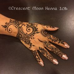 The thick and thin lines really make this design more pleasing! #khaleeji #hennacon | Flickr - Photo Sharing!