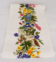 Runner Dikesflora, white - Runners - Hand printed textile & interior decoration @ Jobs handtryck