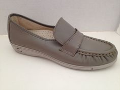 Soft Spots Shoes Womens Size 7 Narrow Gray Loafers Made in USA 7N Softspots #Softspots #LoafersMoccasins #WeartoWork