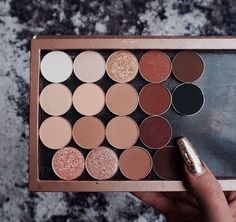 Nude and beige simple wearable single shadows in a custom Z palette.
