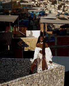 """Bom dia com clique ensolarado do editorial """"Só Love"""" de nossa edição de novembro. Clicado no Catete na Tavares Bastos o trabalho faz parte de nossa homenagem à população do Rio de Janeiro e traz reinterpretações do biquíni asa-delta com texturas inusitadas como rendas plástico e plumas. A revista ainda está nas bancas corra! (foto @thepavarottidiary) #voguenovembro via VOGUE BRASIL MAGAZINE OFFICIAL INSTAGRAM - Fashion Campaigns  Haute Couture  Advertising  Editorial Photography  Magazine…"""
