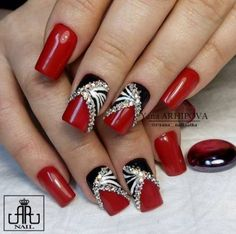 Grazu Nowadays, only painting your fingernails red isn't actually enough anymore; Fancy Nails, Bling Nails, Red Nails, Cute Nails, Elegant Nails, Stylish Nails, Beauty Hacks Nails, Red Nail Designs, Pretty Nail Art