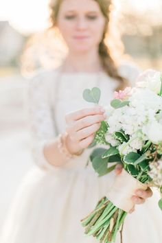 Gorgeous shot of a bride and her bouquet!