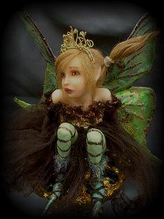 Thimble Fae full by LindaJaneThomas on DeviantArt Baby Fairy, Love Fairy, Fairy Dust, Fairy Land, Dragons, Elves And Fairies, Fairy Clothes, Beautiful Fairies, Magical Creatures
