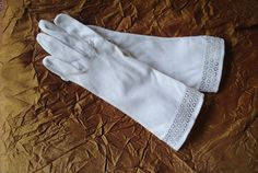 Wedding vintage 70s white cotton glaves with a cutouts by VezaVe