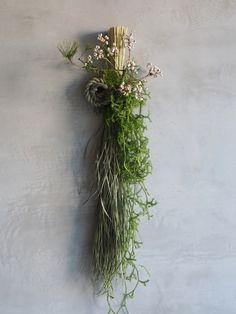 お正月飾り 其の一. お飾り – tsubaki-tokyo Cactus Wedding, Wedding Flowers, Japanese New Year, Geometric Drawing, Green Wreath, New Years Decorations, House Front, Ikebana, My Flower