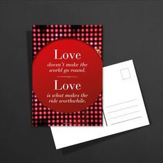 POSTKARTE love doesn't make the world go round. Love is what makes the ride worthwhile: 1,60€