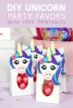 DIY unicorn party favor treat bags with free printables - these cute little unicorn themed treat bags are easy to make with free printable toppers