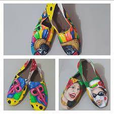 Resultado de imagen para camisetas de carnaval pintadas a mano Painted Shoes, Birkenstock, Sandals, Halloween, Crafts, Country, Dresses, Fashion, Clothing