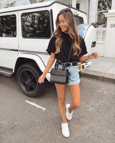 Trendy Summer Outfits, Summer Fashion Outfits, Cute Casual Outfits, Short Outfits, Spring Outfits, Casual Shorts Outfit, Ootd Summer Casual, Girls Weekend Outfits, Black Tshirt Outfit