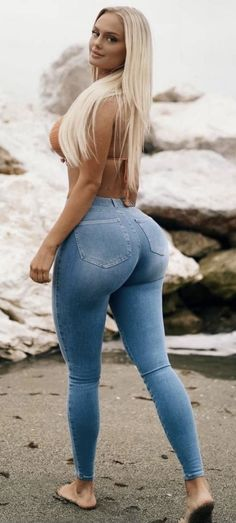 Curvy Girl Outfits, Sexy Outfits, Curvy Women Fashion, Girl Fashion, Jean Sexy, Vrod Harley, Superenge Jeans, Pernas Sexy, Sweet Jeans