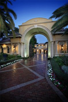 Mediterranean estate :: Entrance gate to Motor Court