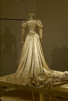 Judith Clark — Spectres: When Fashion Turns Back