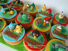 Cakes and Cookies by Home mAade: Angry bird cupcakes en mini taartje