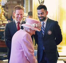 With queen elisabeth ❤❤❤❤ Indian C, Kane Williamson, Virat And Anushka, Cricket Wallpapers, Cricket World Cup, All Team, Travel Workout, Love You Baby, Virat Kohli