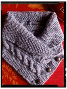 a buttoned shawl collar - dani who knits and who crocheted - scarf Baby Knitting Patterns, Shawl Patterns, Smart Casual, Short Scarves, Dani, Crochet Scarves, Needlework, Free Pattern, Beret