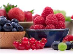 Cerezas, frambuesas, fresas y moras azules ricas en antioxidantes
