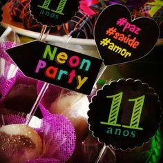 NEON PARTY  11 Anos  Amanda  #sitiovoceeeu #fernandafrazao #festaneon #neonparty #temaneon #festaneonparty #11anosamanda #festainfantil #decoracaoinfantil (em Sítio Você & Eu)