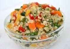 La quinoa es una excelente fuente de proteínas, como ya hemos visto, aprendamos como preparar una ensalada de quinoa