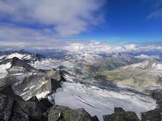 Blick vom Großvenediger ins Obersulzbachtal zur Kürsingerhütte. Mount Everest, Mountains, Nature, Travel, Mountain Landscape, Summer Vacations, Recovery, National Forest, Explore
