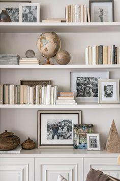 Rachel Parcell s Family Room Alice Lane Interior Design Photo by Rebekah Westover Styling Bookshelves, Decorating Bookshelves, Bookshelf Design, Bookcases, Bookshelf Ideas, Living Room Bookshelves, Shelves For Books, How To Decorate Bookshelves, Tumblr Bookshelf