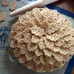 Such wonderful detail on top of this apple pie. I can't imagine this would be practical to eat. So pretty to look at.