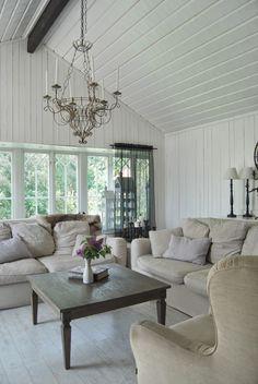 Relaxing cosy room  ~ lovingly repinned by www.skipperwoodhome.co.uk