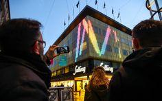 Salling har opbygget ny lysfacade, der skal afspejle byens liv og puls. Man kan tegne med lys på den med sin mobil.
