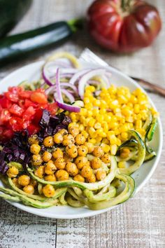 4 Points About Vintage And Standard Elizabethan Cooking Recipes! Summer Harvest Zoodles-Zucchini Noodles Covered In Avocado Sauce And Topped With Lots Of Veggies And Chickpeas Healthy Eating Recipes, Healthy Meal Prep, Vegetarian Recipes, Healthy Salads, Healthy Eats, Healthy Foods, Cooking Recipes, New Recipes, Amazing Recipes