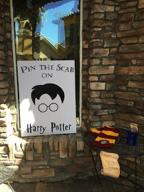 Dimes are a Girl's Best Friend: Harry Potter Party - WordPress Sitesi Harry Potter Party Games, Cumpleaños Harry Potter, Harry Potter Halloween Party, Harry Potter Classroom, Harry Potter Christmas, Harry Potter Birthday, Harry Potter Weekend, Harry Potter Party Decorations, Halloween Decorations
