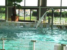 Waterspuit in het recreatiebad van Zwembad de Zijl in Leiden.