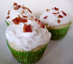 Pancake cupcakes with maple bacon buttercream frosting. Bacon AND cupcakes? Pancake Cupcakes, Bacon Cupcakes, Breakfast Cupcakes, Cupcake Cakes, Breakfast Recipes, Pancake Muffins, Bacon Pancake, Maple Cupcakes, Breakfast Plate