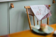 Get This 10 Brilliant DIY Kitchen Cabinet Ideas for you Diy Leather Drawer Pulls, Diy Leather Belt, Leather Handle, Diy Kitchen Cabinets, Kitchen Cabinet Doors, Cupboard Doors, Kitchen Storage, Simple House Interior Design, Black Door Handles