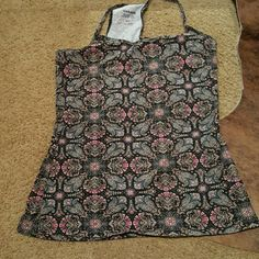 Paisley camisole Super beautiful camisole, barely worn. Size says medium but fits more like a small Garage Tops Camisoles