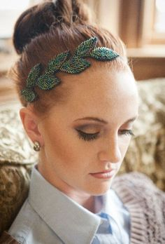 Yes, There Are Ways To Wear Headbands And Not Look Like Blair Waldorf Different. Yes, There Are Ways To Wear Headbands And Not Look Like Blair Waldorf Different ways in which you can style hair of a Bobby Pin Hairstyles, Headband Hairstyles, Diy Hairstyles, Medium Hairstyles, Blair Waldorf, Fascinator, Hair Jewelry, Beaded Jewelry, Diy Headband