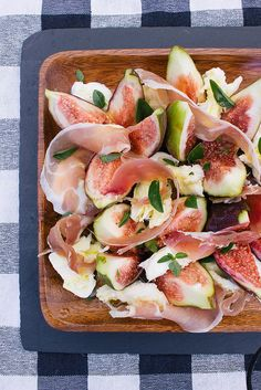 Yield: 4 Servings Ingredients: 4 figs 4 slices prosciutto 1 ball of buffalo mozzarella A big sprig of basil Dressing 6 tablespoons extra virgin olive oil 3 tablespoons lemon juice 1 tablespoon good honey Sea salt and freshly ground black pepper Fig Recipes, Italian Recipes, Great Recipes, Salad Recipes, Cooking Recipes, Favorite Recipes, Healthy Recipes, Healthy Food, Think Food
