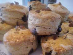 Scones con frutos , con chip ,etc Scones, Muffin, Breakfast, Food, Morning Coffee, Essen, Muffins, Meals, Cupcakes